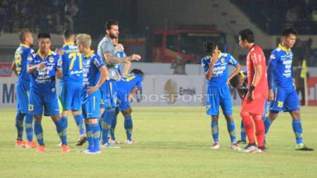 Para pemain Persib Bandung usai bertanding, Selasa (18/06/2019). Foto: Arif Rahman/INDOSPORT - INDOSPORT