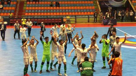 Timnas Futsal Indonesia U-20 merayakan kemenangan di Piala AFC Futsal U-20 2019, Selasa (18/06/19). - INDOSPORT