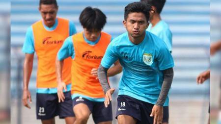 Bintang muda Persela Lamongan Muhammad Hambali Tolib saat berlatih. - INDOSPORT