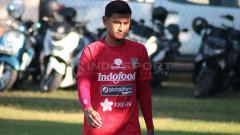 Indosport - Bek tengah Bali United, Haudi Abdillah, berlatih menjelang laga Liga 1.