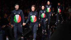Indosport - Armani Meluncurkan Seragam Olimpiade Musim Panas Tokyo 2020 di Milan Fashion Show
