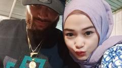 Indosport - Diego Michiels dan pacarnya, Dhea Simatupang