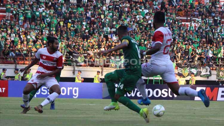 Pertandingan antara Madura United pada Piala Indonesia di Stadion Gelora Bung Tomo, Rabu (19-06-2019). Foto: Fitra Herdian/INDOSPORT Copyright: Fitra Herdian/INDOSPORT