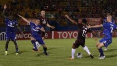 Indosport - Duel dalam pertandignan Becamex Binh Duong vs PSM Makassar di Piala AFC 2019, Rabu (19/06/19).