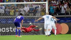 Indosport - Lionel Messi membuat bola keluar gawang di laga Argentina vs Paraguay Copa America 2019, Kamis (20/06/19).