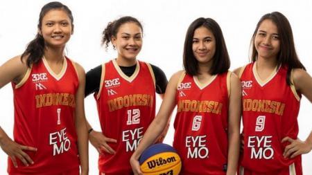 Penggawa tim nasional bola basket 3x3 putri Indonesia (ki-ka) Dyah Lestari, Tricia Mary Aoijs, Christie Rumambi dan Dewa Ayu Made Sriartha yang berlaga di Piala Dunia 3x3 2019 di Amsterdam, Belanda, 18-23 Juni 2019. - INDOSPORT