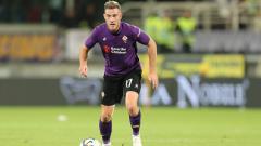 Indosport - Jordan Veretout, gelandang yang sangat berperan di Fiorentina yang diincar AC Milan. (Foto: Gabriele Maltinti/Getty Images Europe)