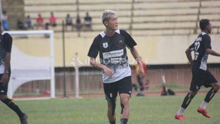 Gelandang serang asal Korea Selatan, Oh In-kyun masih menanti kelanjutan kontrak dari manajemen Persipura Jayapura jelang Liga 1 2020. - INDOSPORT