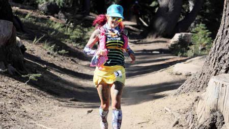 Catra Corbett membeberkan perjuangannya untuk melepaskan diri dari kecanduan obat-obatan dengan melakukan lari maraton. Foto: journaldutrail - INDOSPORT