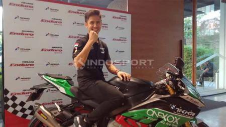 Pembalap muda Indonesia, Ali Adrian dalam Kejuaraan Asian Superbike 1000cc. Foto: Shintya Anya Maharani/INDOSPORT - INDOSPORT