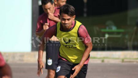 Penyerang klub Liga 1 PSIS Semarang, Hari Nur Yulianto mengaku rindu dengan sosok Muhammad Yunus yang merupakan teman sekamar di mes selama beberapa musim. - INDOSPORT