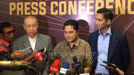 Erick Thohir (tengah) angkat bicara soal persiapan Indonesia yang mengajukan diri sebagai tuan rumah Olimpiade 2032. - INDOSPORT