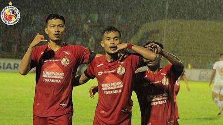 Selebrasi pemain Semen Padang usai mencetak gol di Liga 1. - INDOSPORT