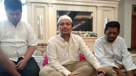 Manajer Barito Putera, Hasnuryadi Sulaiman (tengah). Petrus Manus Da' Yerimon/INDOSPORT - INDOSPORT