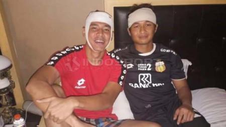 Kiper klub Liga 1 Bhayangkara FC, Wahyu Tri Nugroho (kanan) bersama rekannya Indra Kahfi - INDOSPORT