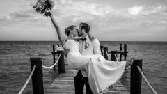 Indosport - Harry Kane dan Kate Goodland resmi menikah