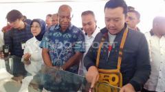 Indosport - Menteri Pemuda dan Olahraga RI, Imam Nahrawi saat mengunjungi Stadion Papua Bangkit