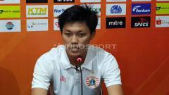 Indosport - Pemain Persija Jakarta, Feby Eka Putra konfrensi pers usai laga Persela Lamongan vs Persija Jakarta, Sabtu (22-06-19). Foto: Ian Setiawan/INDOSPORT