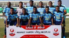 Indosport - Persewar Waropen saat menjalani laga debut di Liga 2 2019.