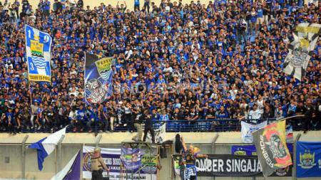 Bobotoh di Stadion Si Jalak Harupat, Kabupaten Bandung, Minggu (23/06/2019). Foto: Arif Rahman/INDOSPORT - INDOSPORT