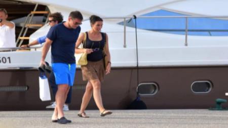 Kandidat pelatih Chelsea, Frank Lampard bersama sang istri, Christine sedang menikmati liburan di St. Tropez - INDOSPORT