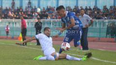 Indosport - PSCS Cilacap vs Blitar United di Stadion Wijayakusuma, Minggu (23-06-19). Foto: Ronald Seger Prabowo/INDOSPORT