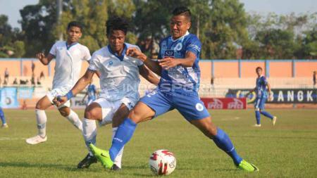 Pertandingan PSCS Cilacap vs Blitar United di Stadion Wijayakusuma, Minggu (23-06-19). Foto: Ronald Seger Prabowo/INDOSPORT - INDOSPORT