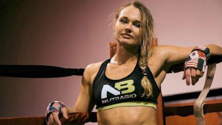 Petarung UFC, Andrea Lee, pernah menjadi korban tindak Kekerasan Dalam Rumah Tangga (KDRT) yang membuat nyawanya terancam oleh suaminya sendiri. - INDOSPORT