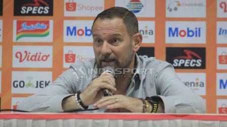 Pelatih klub Liga 1 PSS Sleman, Dejan Antonic memberikan komentar bijak berkait kemungkinan perubahan rencana latihan di tengah pandemi corona. - INDOSPORT