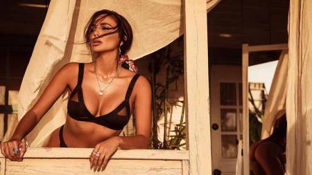 Model seksi asal Bulgaria, Nikoleta Lozanova. - INDOSPORT