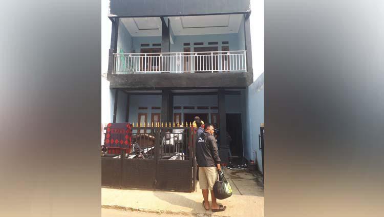Kondisi prihatin pemain PSS Sleman U-16 dan U18  tinggal di Jakarta dengan rumah kecil diisi 40 orang lebih. Copyright: Twitter@Babarsari1976