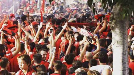 Antusiasme suporter menyambut RCD Mallorca berhasil promosi ke LaLiga Spanyol. - INDOSPORT