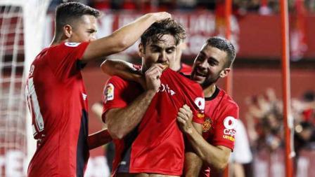 Pemain RCD Mallorca merayakan kemenangan melawan Depotivo Coruna di Iberostar Stadium.