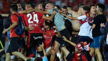 Tim RCD Mallorca tengah bahagia berhasil mengamankan tiket promosi LaLiga Spanyol. - INDOSPORT