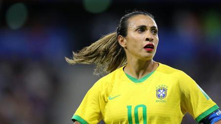 Pemain sepak bola Brasil, Marta, menggunakan lipstik merah menyala di Piala Dunia Wanita 2019. - INDOSPORT