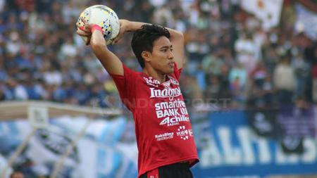 Bek Bali United, I Made Andhika Wijaya, beraksi di laga Liga 1. - INDOSPORT