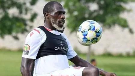 Bek timnas Kenya, Joash Onyango dikira sudah tua ternyata usianya masih muda. - INDOSPORT