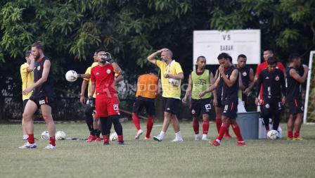 Para pemain Persija Jakarta pada latihan tim Macan Kemayoran di Lapangan PSAU TNI Halim Perdanakusuma, Jakarta Timur, Senin (24/06/19). Foto: Herry Ibrahim/INDOSPORT