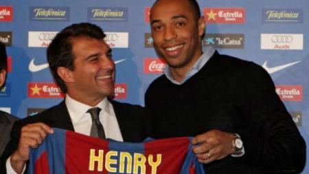 Thierry Henry resmi ke Barcelona pada 2007 silam. - INDOSPORT