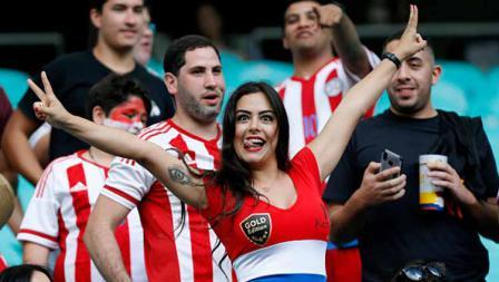 Larissa Riquelme tampak setia terus mendukung Paraguay di Arena Fonte Nova (23/06/19). Wagner Meier/Getty Images