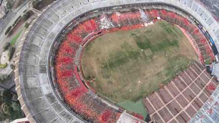 Stadion Candlestick Park, stadion di California yang ditutup sejak tahun 2014 dan kini tampak tak terurus. - INDOSPORT