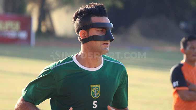 Otavio Dutra sudah mulai ikut latihan di Lapangan Polda Jatim, Selasa (25/6/19). Copyright: Fitra Herdian/INDOSPORT