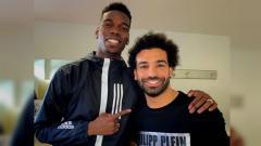 Indosport - Paul Pogba dan Mohamed Salah foto bersama