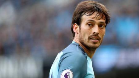 Para penggemar Manchester City tak ingin sang kapten, David Silva, hengkang musim depan menyusul kontrak yang akan habis pada 30 Juni mendatang. - INDOSPORT