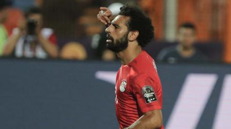 Mohamed Salah melakukan selebrasi usai cetak gol menit ke-43 dalam penyisihan grup Piala Afrika 2019 di Stadion Internasional Kairo. - INDOSPORT