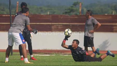 Kiper PSIS Semarang, Joko Ribowo berlatih di Stadion Moch Soebroto, Magelang. - INDOSPORT