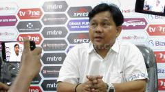 Indosport - Pelatih Persik Kediri, Budiarjo Thalib, dalam jumpa pers.