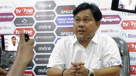 Pelatih Persik, Budiarjo Thalib sempat kesal dengan wasit yang memimpin laga melawan Martapura FC. - INDOSPORT