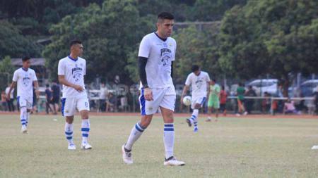 Pemain Persib, Fabiano Beltrame saat berlatih di Lapangan Saraga ITB, Kota Bandung, Rabu (26/06/2019). - INDOSPORT