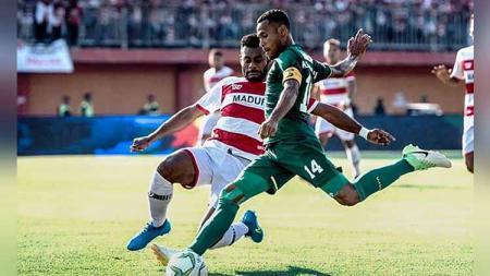 Pertandingan antara Madura United vs Persebaya Surabaya, Kamis (27-06-19). Foto: Instagram@officialpersebaya - INDOSPORT